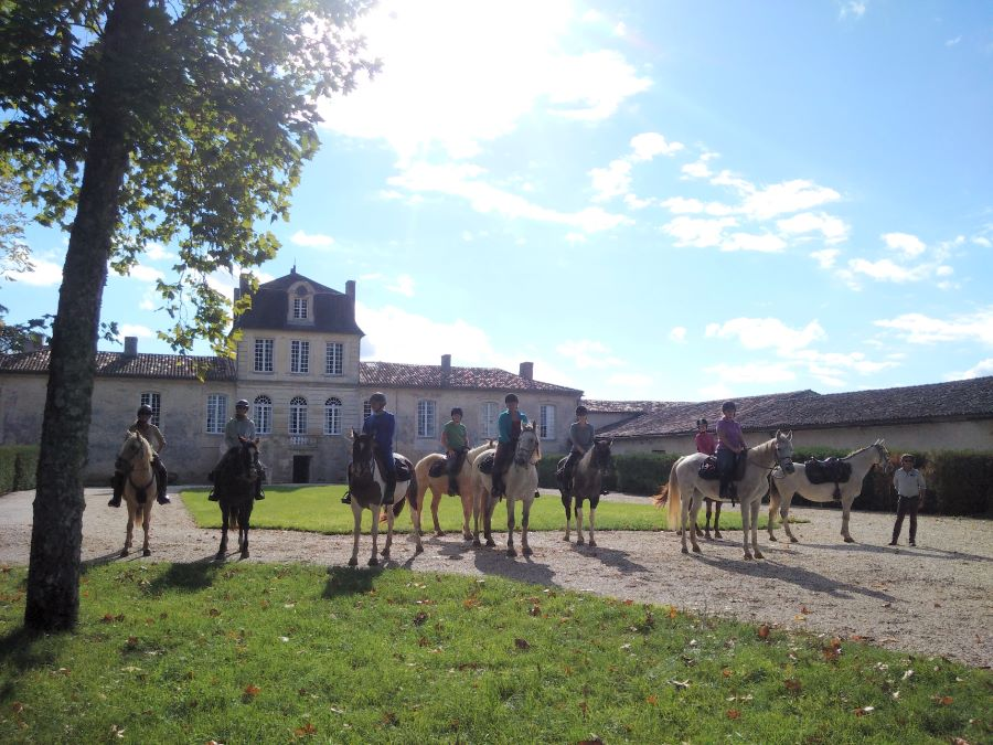 Riding through the vinyards of Bordeaux