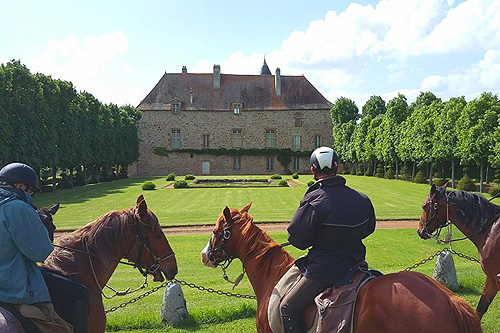 Riding to French castles