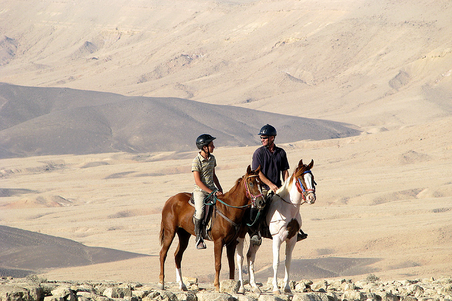 Horse riding in Makhtesh Ramon