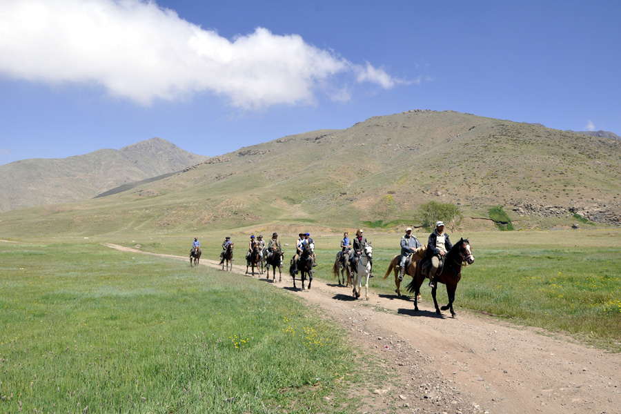 horse riding across the Ouka plateau