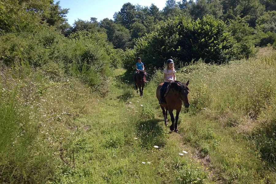 family horse riding vacation Italy