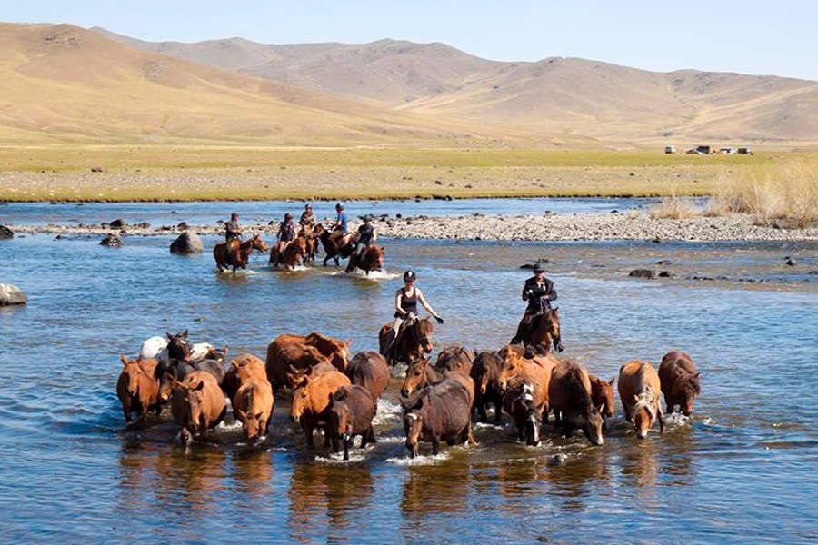 riding with nomads in Mongolia