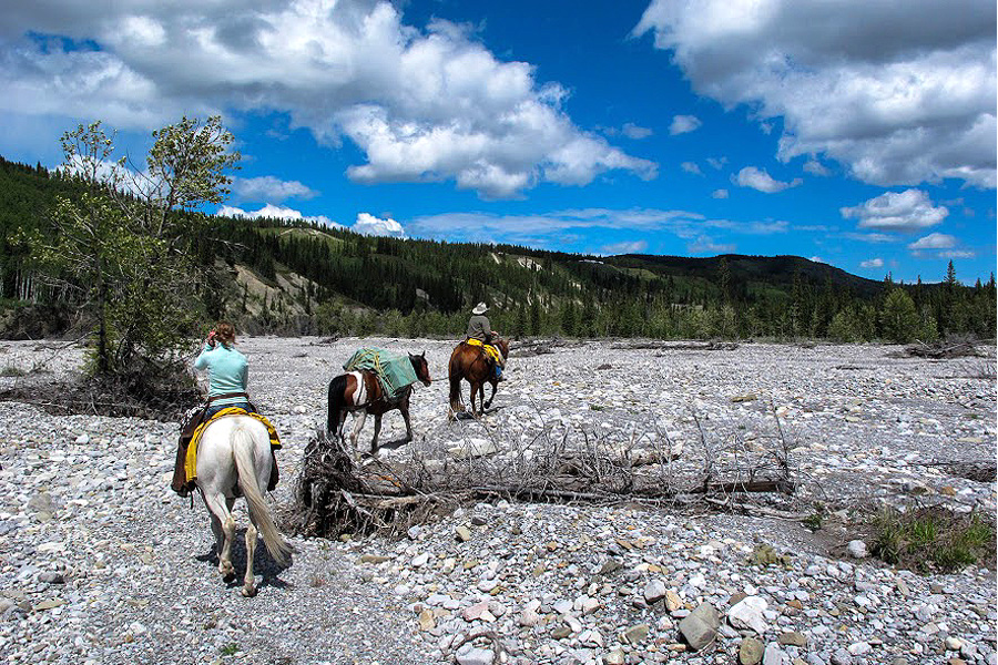 Pack trips on horseback in Canada
