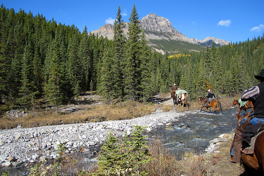 Horse riding holiday in Canadian wilderness